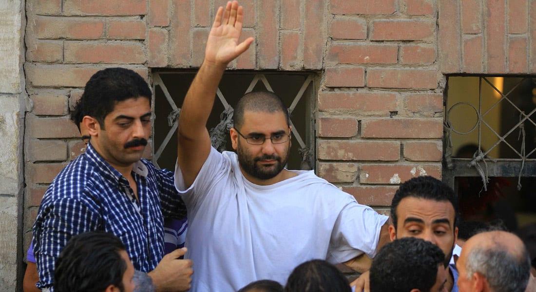 """مصر.. النقض تؤيد """"الحبس الموقوف"""" للناشط علاء عبدالفتاح بقضية إحراق المقر الانتخابي لشفيق"""