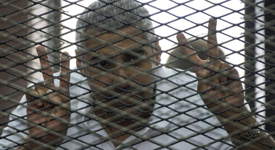 صحفي الجزيرة محمد فهمي يقاضي القناة ويطالبها بـ100 مليون دولار كتعويض