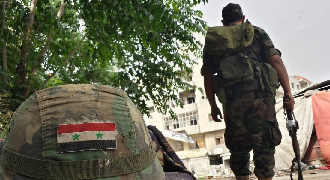 """تدمر بيد داعش بالكامل.. الجيش السوري يخسر 100 جندي ويزعم الانسحاب بعد """"إجلاء السكان"""" من المدينة"""