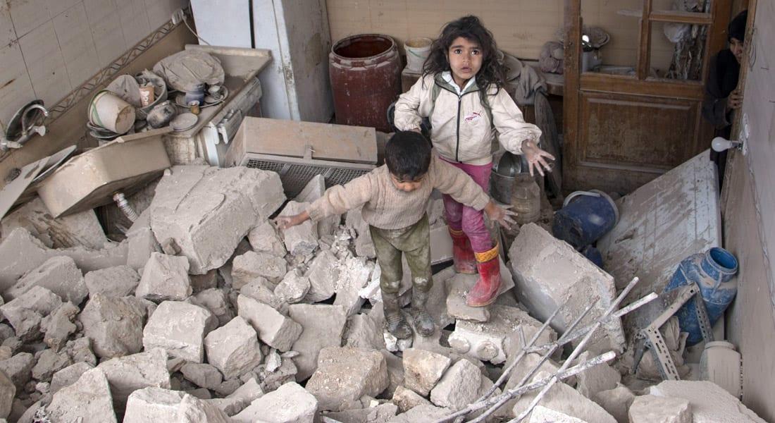 فيديو من داخل مروحية سورية  يوثق إلقاء البراميل المتفجرة .. وهاموند: الأسد كان يكذب بشأنها