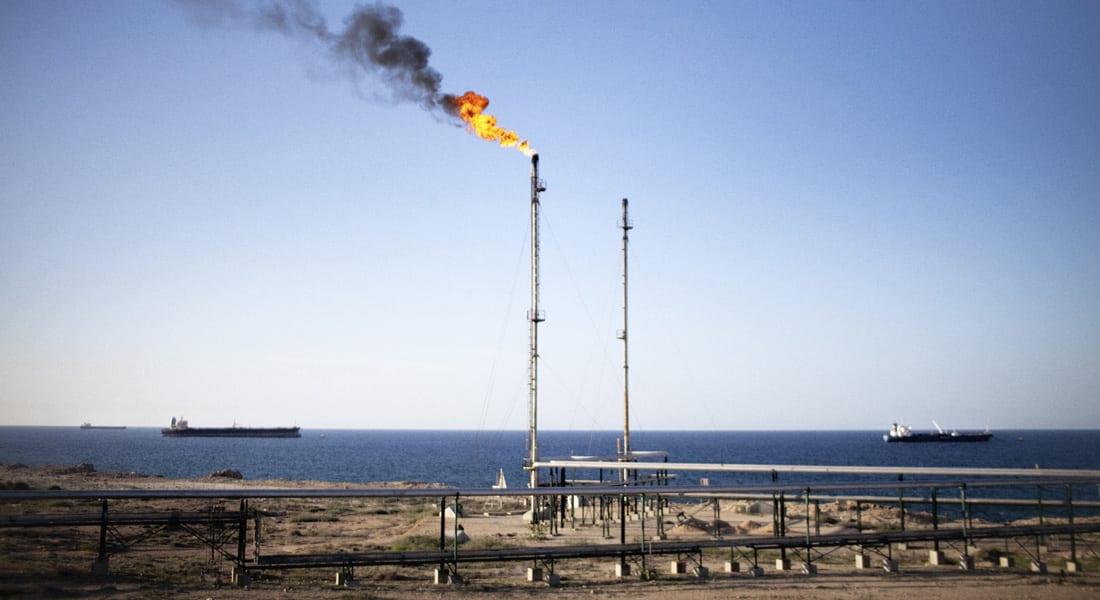 """ليبيا.. قصف ناقلة نفط يُعتقد أنها كانت محملة بشحنة وقود لحساب """"داعش"""" قرب سرت"""