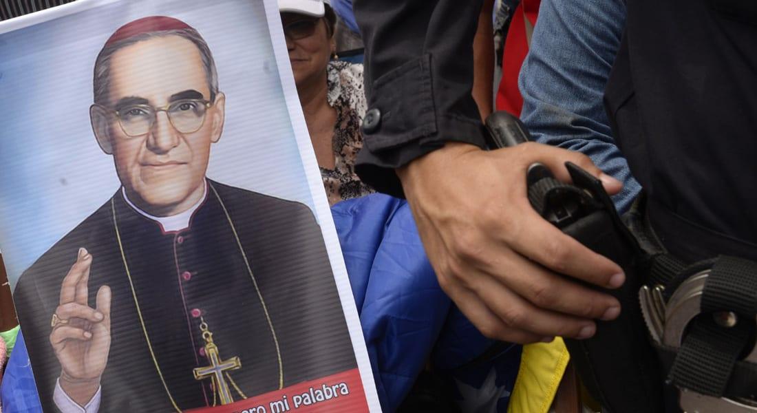 """البابا يطوّب مطران السلفادور المعارض لأمريكا ورائد """"لاهوت التحرر"""" بعد عقود على اغتياله"""