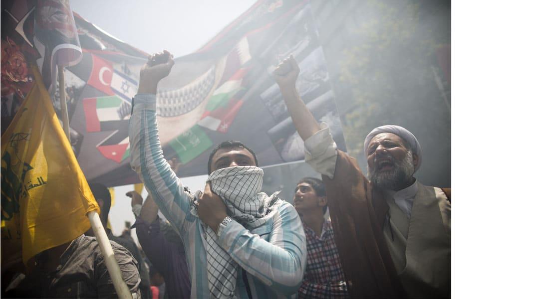 """طهران تكشف عن تفكيك خلايا متصلة بـ""""داعش"""" داخل إيران وتدين تفجير مسجد """"العنود"""" بالسعودية"""