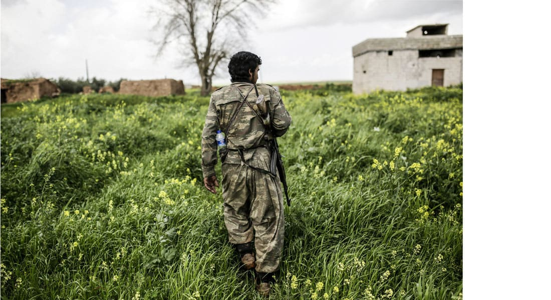 تقارير عن قيام المقاتلين الأكراد في سوريا بإعدام 20 من المدنيين العرب وحرق منازلهم
