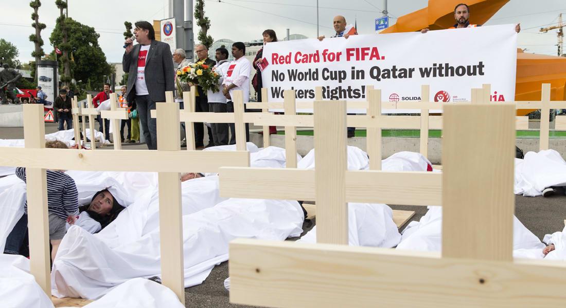 """قطر """"تنأى بنفسها"""" عن استقالة بلاتر وتؤكد المضي قدماً باستضافة كأس العالم 2022"""