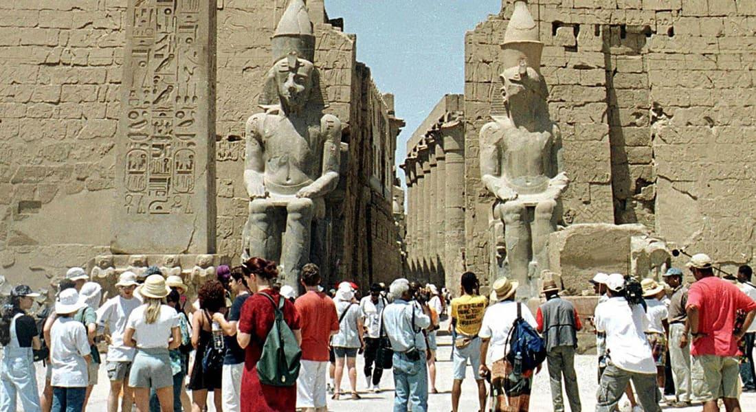 مصر.. العنف يضرب قطاع السياحة مجدداً والسيسي يأمر بتشديد الحماية على المواقع الحيوية