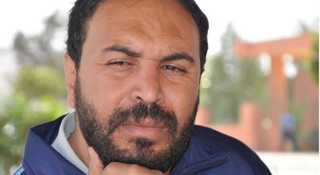 """شقيق المدرب المغربي مصطفى العمراني: أخي ليس قاتلًا.. بل ضحى كثيرًا من أجل أطفال """"بنسليمان"""""""
