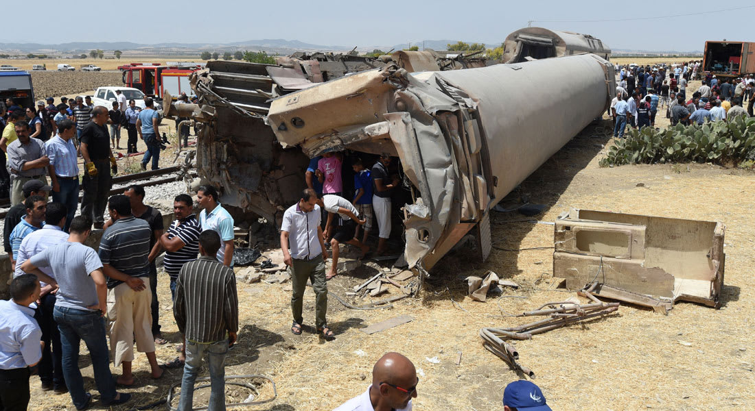 رئيس الحكومة التونسية يزور جرحى حادث قطار أودى بحياة 17 شخصًا على الأقل