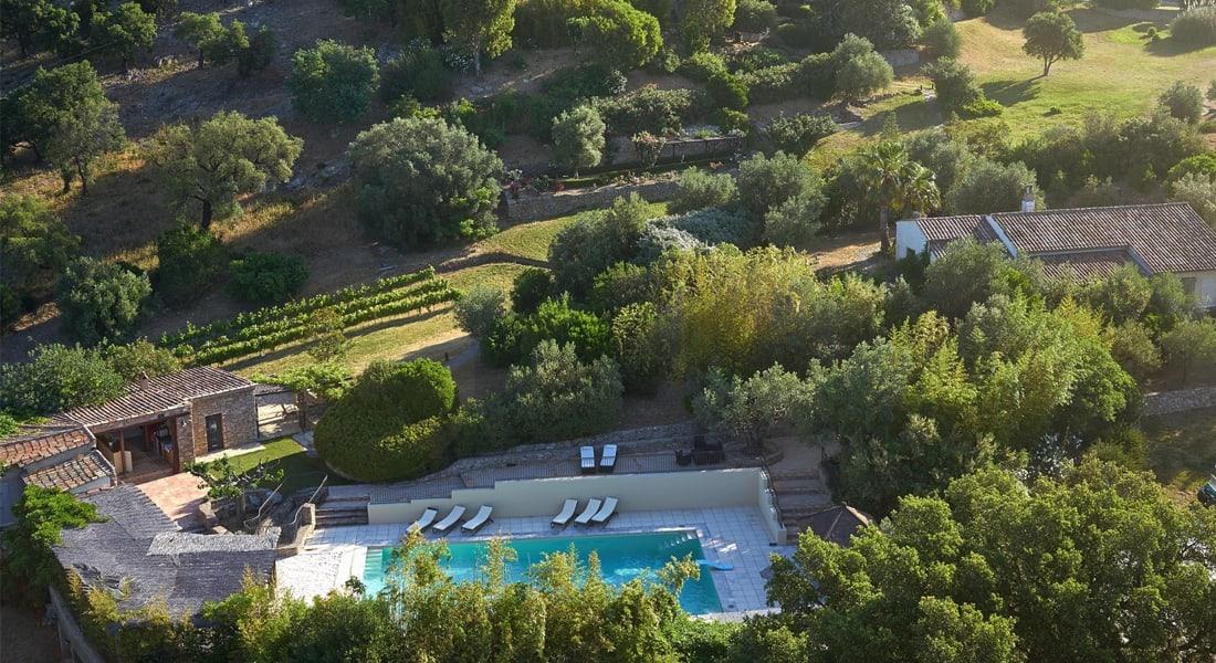 """جوني ديب يعرض """"قريته الخاصة"""" بجنوب فرنسا للبيع بملايين الدولارات"""