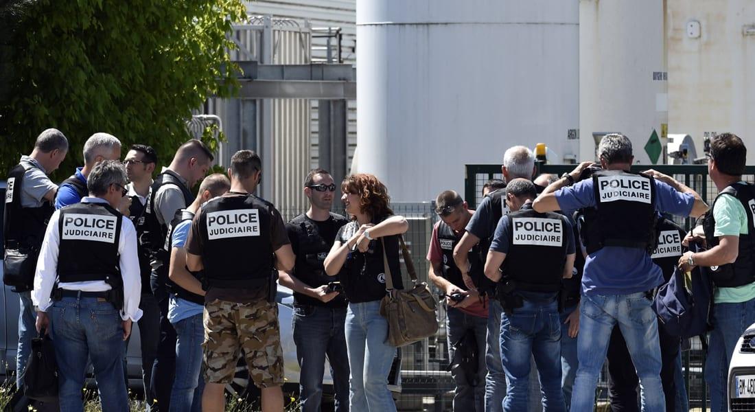 هولاند: تفجير مصنع ليون عمل إرهابي بحت.. والعثور على رأس مقطوع مع رسالة
