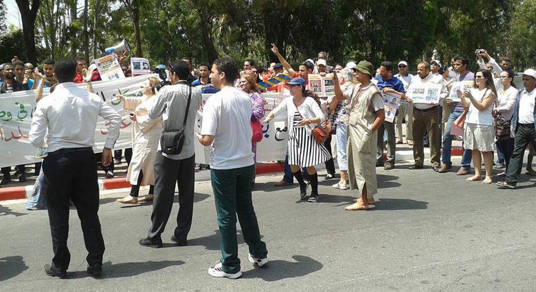 """مغاربة يحتجون في الشارع للدفاع عن حق """"ارتداء التنانير القصيرة"""""""