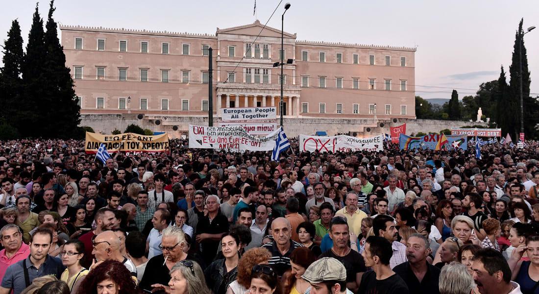 اليونان تغلق بنوكها وتقيّد سحب النقود.. والعالم يترقب مصير تسديد قرضها الثلاثاء