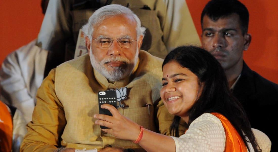 الهند: رئيس الوزراء يطلق مبادرة لأخذ صور سيلفي للآباء مع بناتهم.. لمعالجة خلل التوازن الجنسي