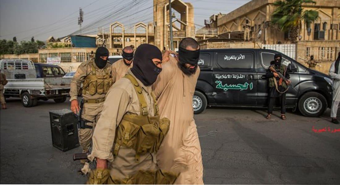 """من أحكام """"داعش"""" في دير الزور: صلب 6 مفطرين أحياء وجلدهم 70 جلدة"""