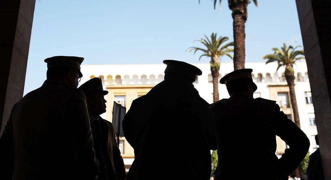 المغرب يوّدع شرطيًا سحله مواطن بسيارته.. وتنديد كبير بالواقعة