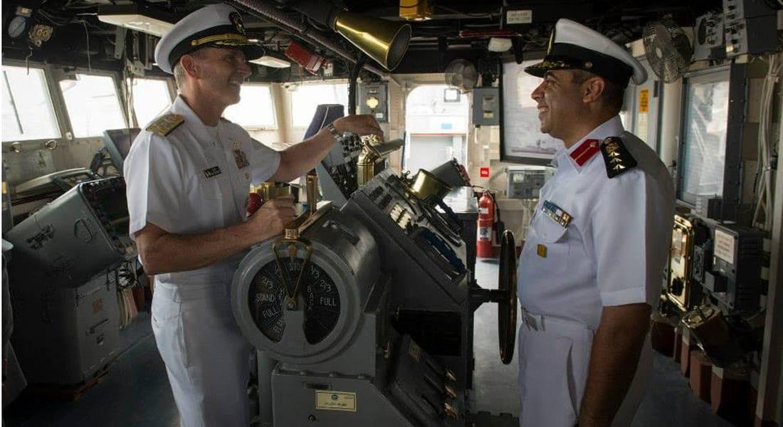 قائد البحرية الأمريكية يتفقد زوارق الصواريخ السريعة في مصر: جئت لبناء علاقة أقوى