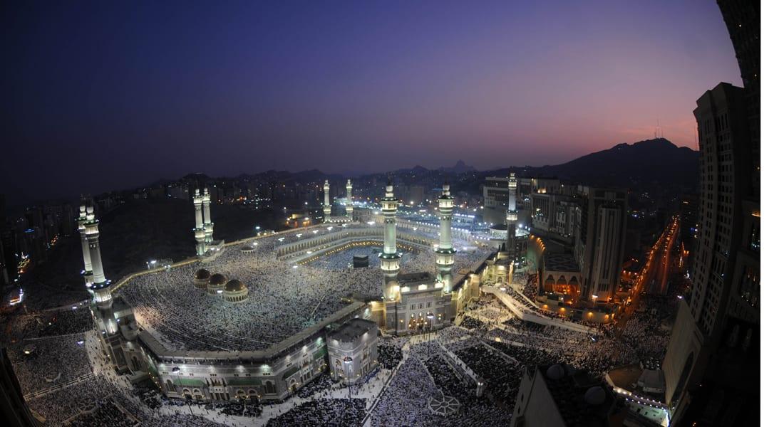 الجمعة عيد الفطر في مصر والأردن والأراضي الفلسطينية وفي  دول الخليج عدا سلطنة عمان