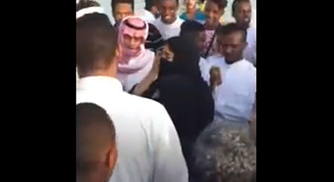 بالفيديو.. تحرش جماعي بفتاتين بالسعودية.. وإمارة مكة تؤكد القبض على شخص ظهر بالمقطع