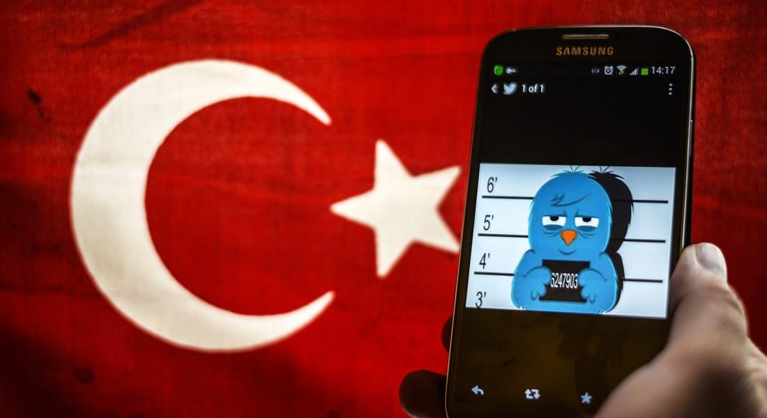 """تركيا تحجب """"تويتر"""" لساعات.. ومغردون: تعرف أكثر من غيرها كيف وُظف لضرب بعض الدول"""
