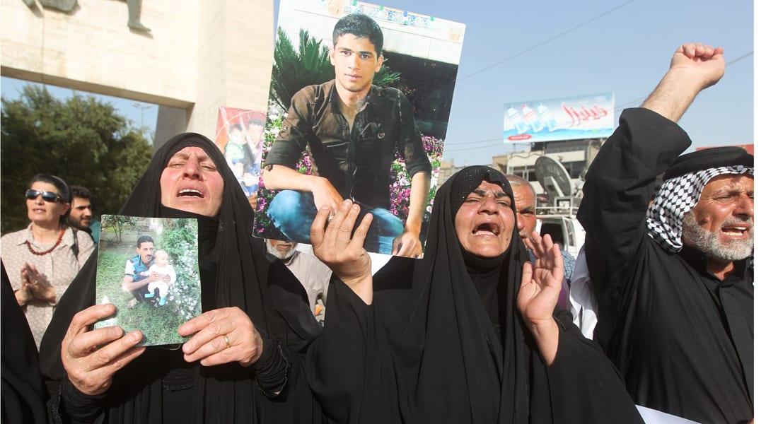 """العبادي يكرم """"أم قصي"""" السيدة التي أنقذت 25 جنديا من القتل على يد """"داعش"""""""