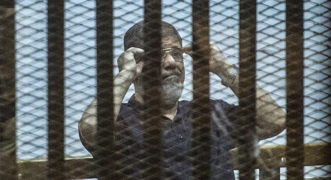 """مصر.. تأجيل محاكمة مرسي بـ""""التخابر مع قطر"""" لدواع أمنية ومد أجل الحكم بـ""""خلية الماريوت"""""""