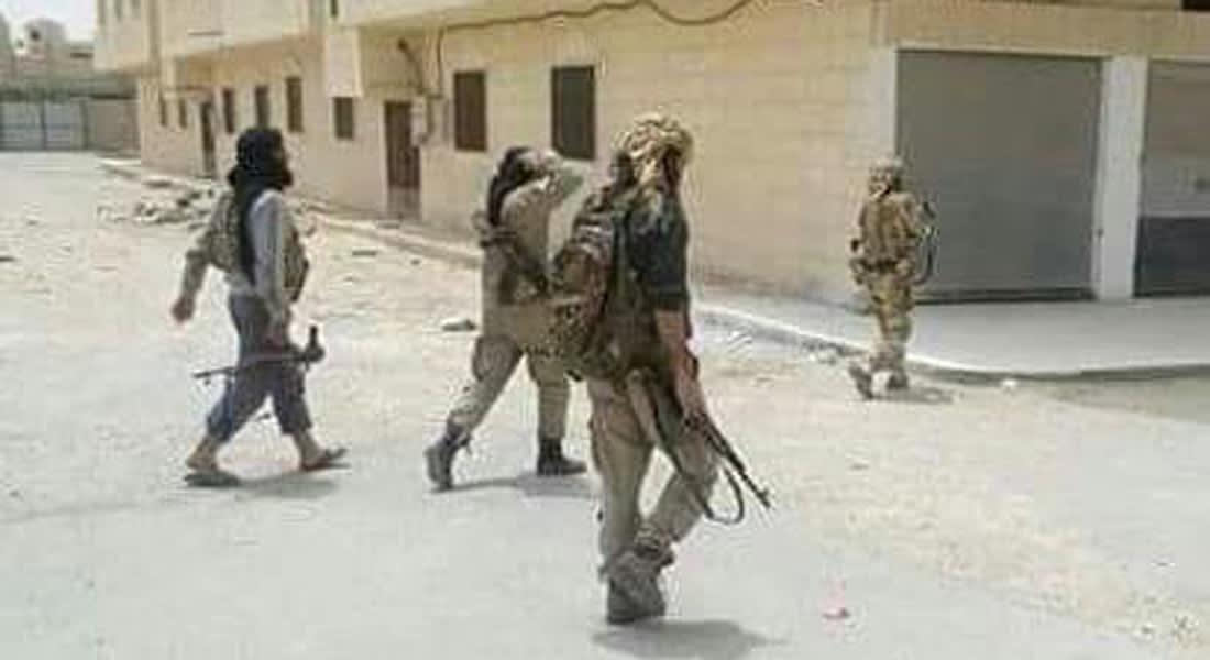 رامي عبدالرحمن لـCNN: داعش يخطف 230 شخصا من بلدة القريتين بريف حمص منهم مسيحيون