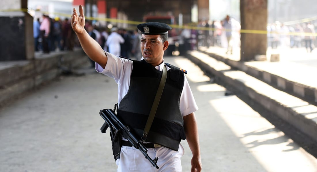 مصر.. مقتل وإصابة 4 شرطيين في هجوم على سيارة ترحيلات بالفيوم