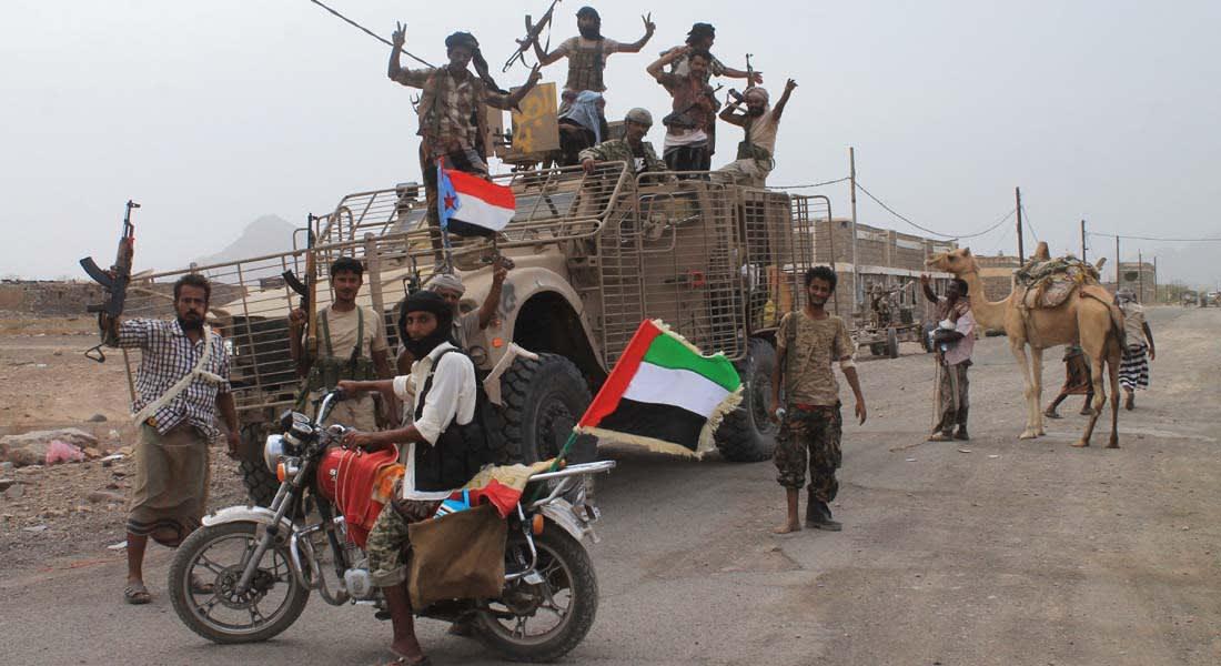 الحوثيون يواصلون التراجع أمام تقدم الموالين لهادي بالجنوب.. والقوات بتعز تدعوهم لمغادرة صنعاء