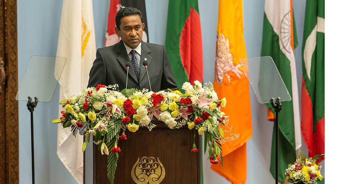 """نجاة رئيس المالديف وإصابة زوجته في انفجار على زورقه.. والسلطة لا تستبعد أن يكون """"مدبرا"""""""