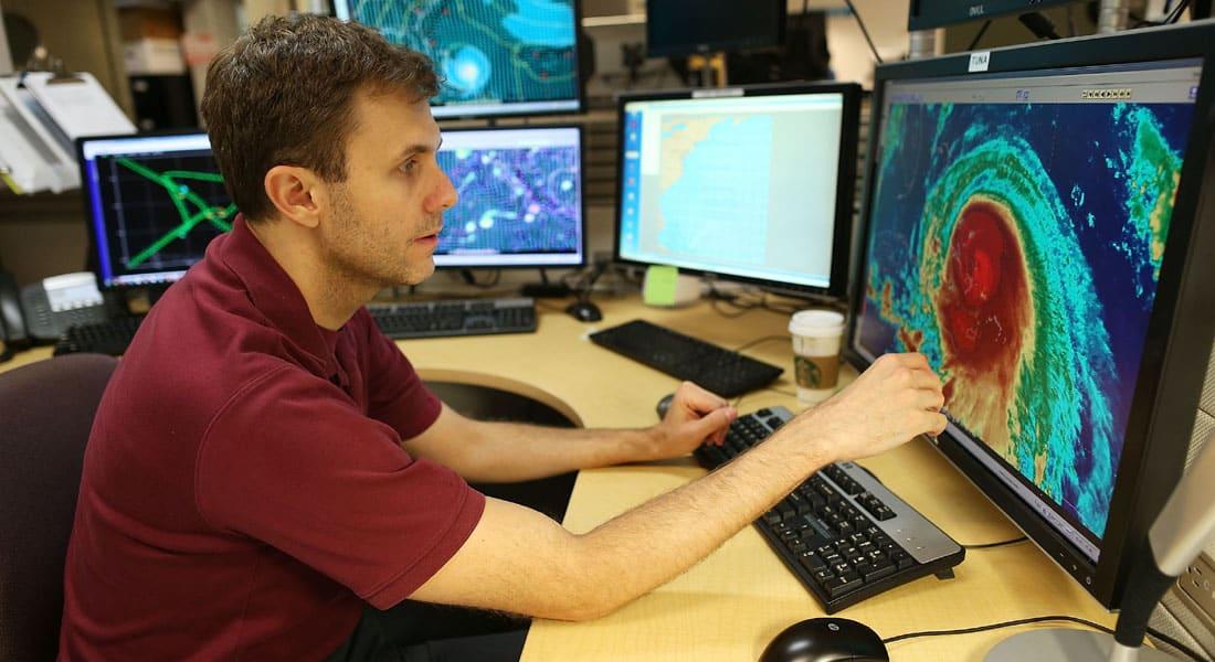 """""""طوق نجاة"""" يحيي آمال العثور على سفينة أمريكية فُقدت وسط إعصار """"جواغين"""" على متنها 33 بحاراً"""