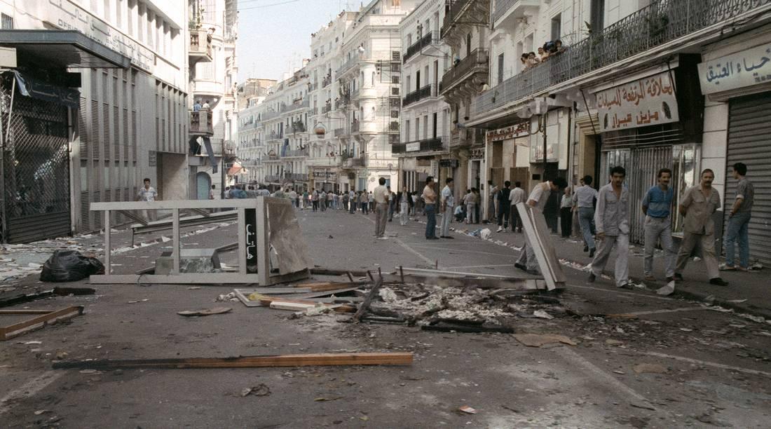 """بعد 27 سنة على """"أحداث 5 أكتوبر"""".. ما الذي تغيّر في الجزائر؟"""