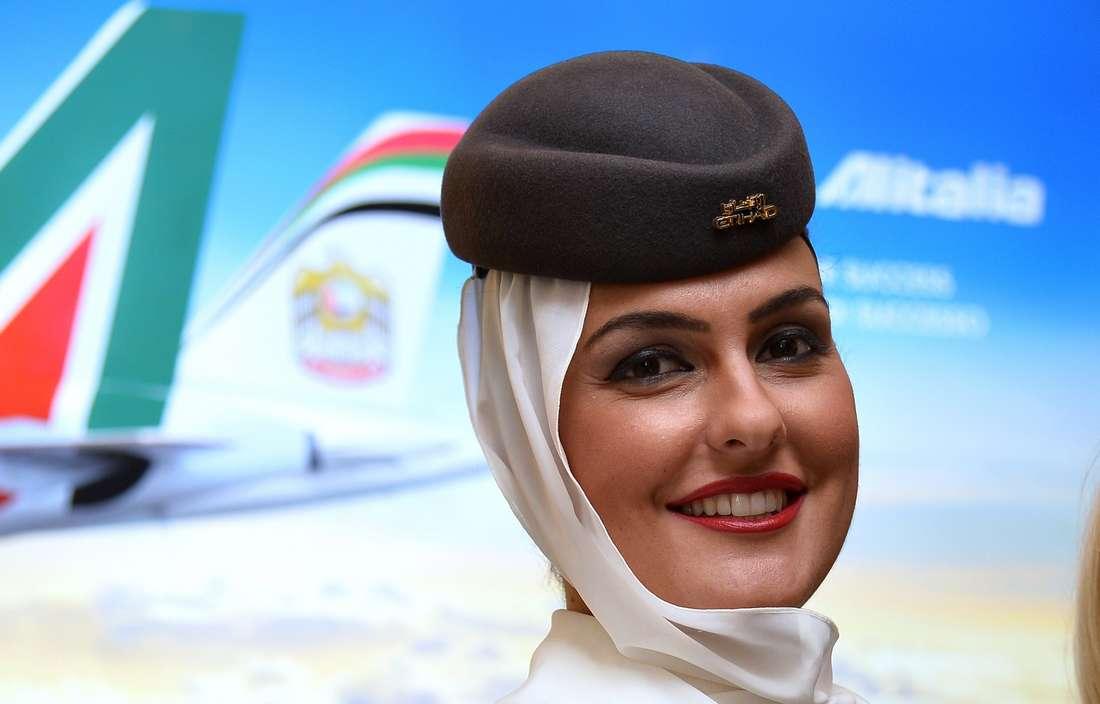 """الخطوط التونسية تُدافع عن وزير النقل: """"نعم.. الحجاب يُضعف قدرة المرأة على السمع"""""""