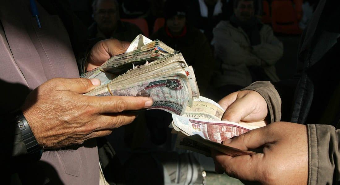 تباينات اقتصاد مصر.. العجز يرتفع لـ9 مليارات دولار والإيرادات بأعلى مستوى في 3 سنوات