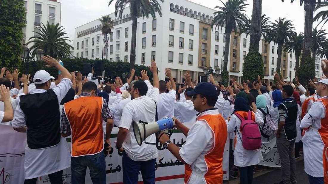 قوات الأمن تفضّ احتجاج طلبة أطباء بكلية الرباط وتعتقل 4 منهم قبل إطلاق سراحهم