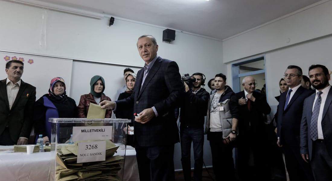 """انتخابات تركيا.. """"فوز كبير"""" لحزب العدالة والتنمية وتهنئة مبكرة من """"إخوان مصر"""""""