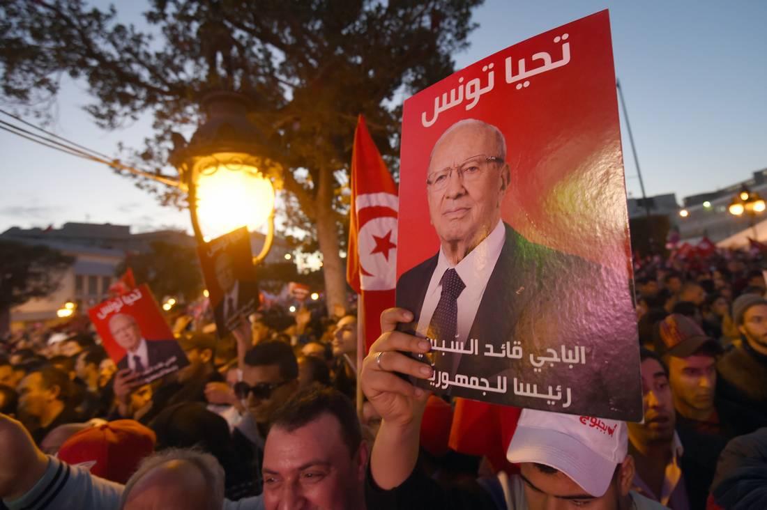 أجواء مشحونة داخل حزب نداء تونس تصل إلى التشابك بالأيادي وجلب البلطجية
