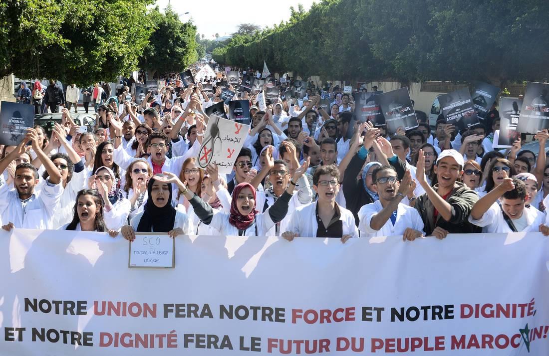 """المغرب.. الطلبة الأطباء يعلّقون الإضراب عن الدراسة بعد إعلانهم إسقاط """"الخدمة الإجبارية"""""""