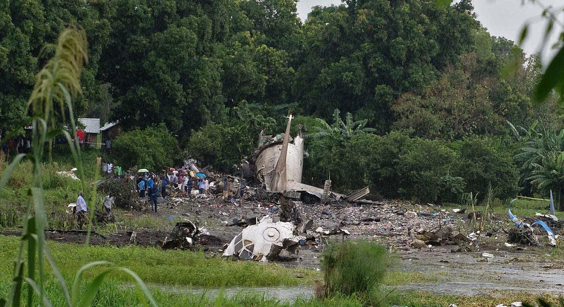 """أكثر من 35 قتيلاً في تحطم طائرة نقل سوفيتية من نوع """"أنطونوف 12"""" بجنوب السودان"""