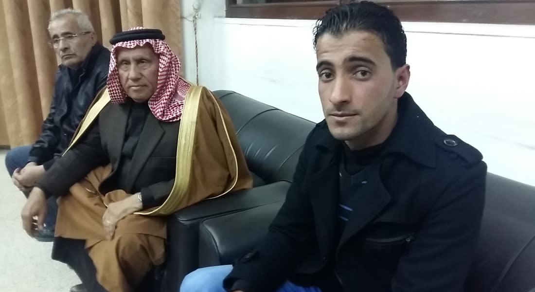 """الأردني الدوايمة.. من عامل بمحل للدواجن إلى """"بطل شعبي"""" بعد إنقاذ 6 أطفال من موت محقق"""