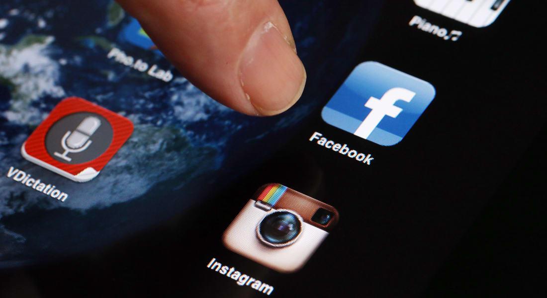 """الآن.. التقط صورة بهاتفك واترك الباقي لفيسبوك ليتعرّف عليها عبر """"فوتو ماجيك"""""""