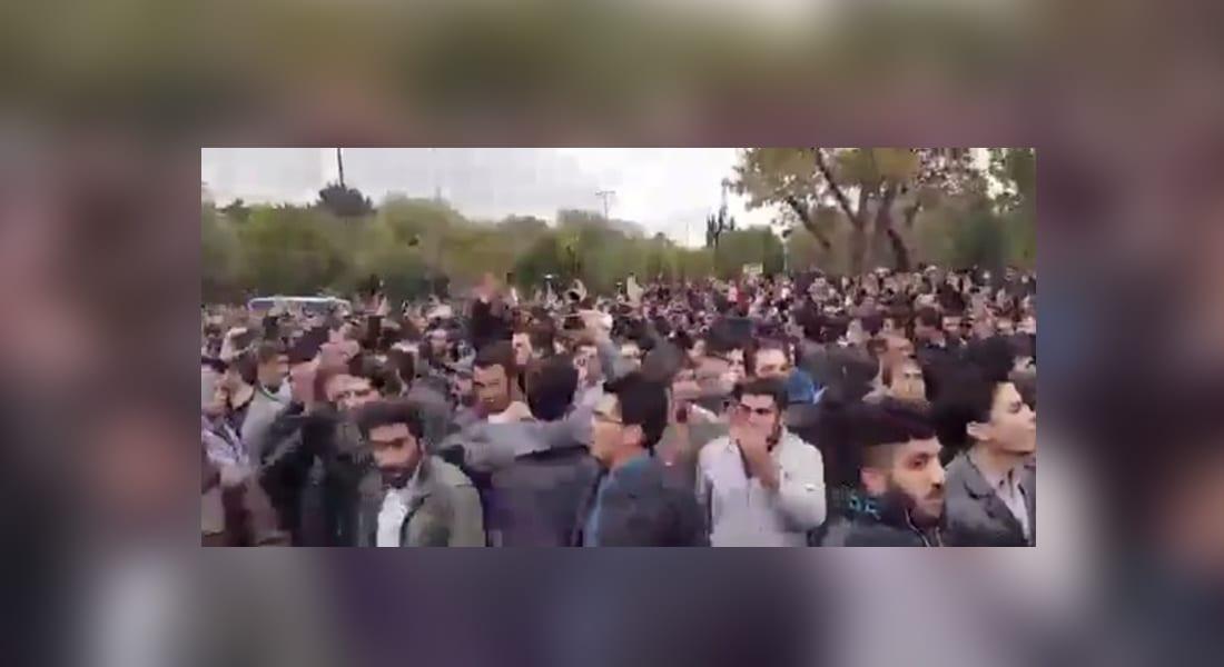 احتجاجات بأذربيجان الإيرانية ضد إهانات عنصرية بالتلفزيون الحكومي .. ومغردون: فليشاهد العالم حكم الملالي