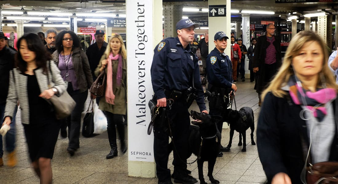 """أمريكا تحذر مواطنيها ورعاياها حول العالم من استهدافهم بهجمات إرهابية: الخطر يظل قائما من الجماعات و""""الذئاب المنفردة"""""""