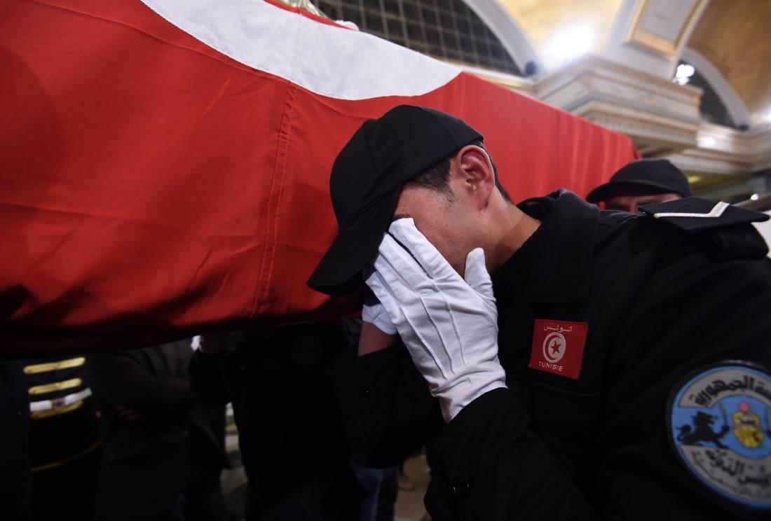 الداخلية التونسية: الانتحاري استخدم حزامًا ناسفًا يحمل مادة متفجرة هُرّبت من ليبيا