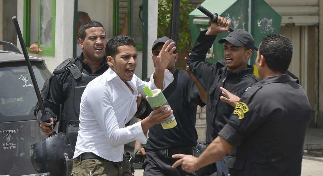"""""""شبح خالد سعيد"""" يلاحق داخلية مصر.. 3 وفيات خلف القضبان بأسبوع والحكومة تنفي التستر على """"تصرفات فردية"""""""