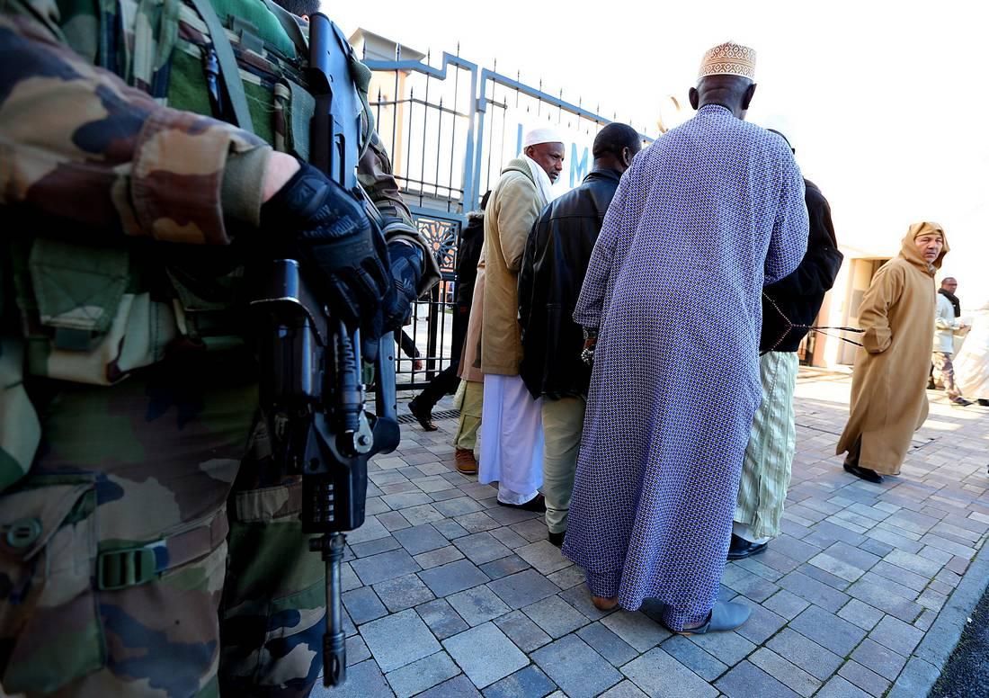 """كازنوف: هذه أوّل مرة في تاريخ فرنسا نغلق 3 مساجد بسبب """"التطرف ونشر الكراهية"""""""