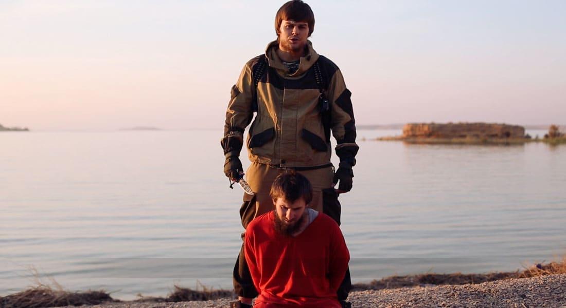 """""""داعش"""" يدعي إعدام """"جاسوس روسي"""".. ويهدد بوتين والروس: الدم بالدم ولن تجدوا الأمن في بيوتكم"""