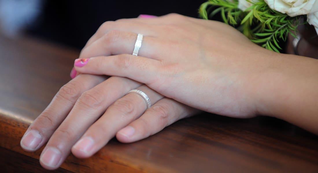 50 ألف جنيه لتوثيق زواج الأجنبي من مصرية.. وجمعيات حقوقية تصف الأمر بالاتجار بالبشر
