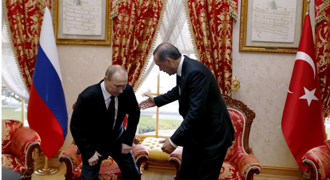 """موسكو تهدد أنقرة بـ""""عواقب كارثية للإجراءات المتهورة"""".. والجيش التركي يمنع أفراده من السفر إلى روسيا"""