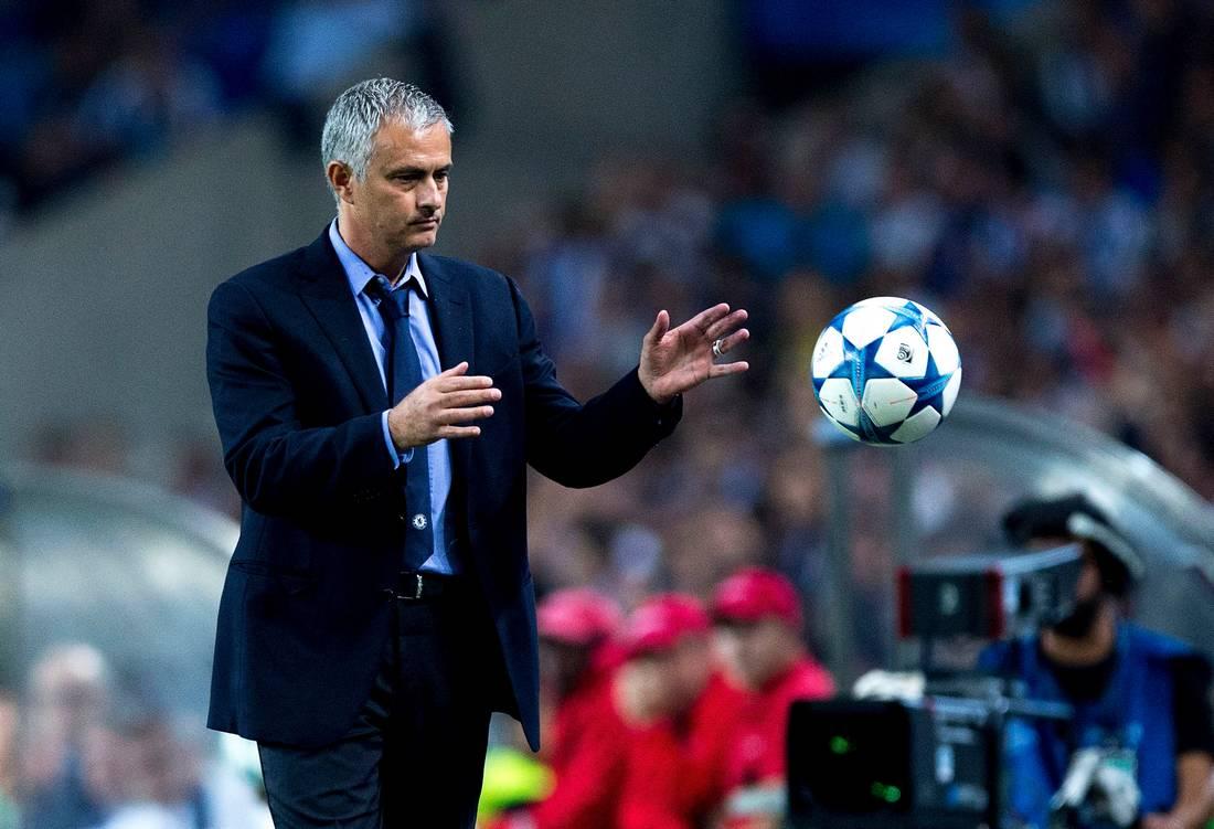 مورينيو يغادر تشيلسي بالتراضي بعد توالي هزائم النادي في الدوري الإنجليزي
