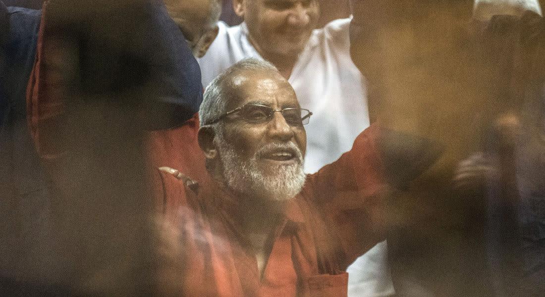 """مصر.. المؤبد لـ90 متهماً و10 سنوات لبديع والبلتاجي وحجازي وتبرئة 50 بـ""""أحداث السويس"""""""